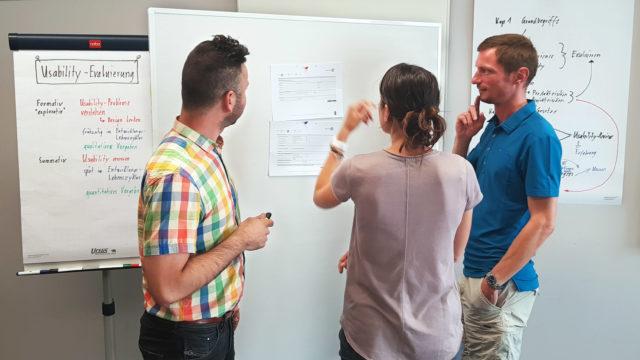 Consultants während einer Besprechung im Pilotkurs.